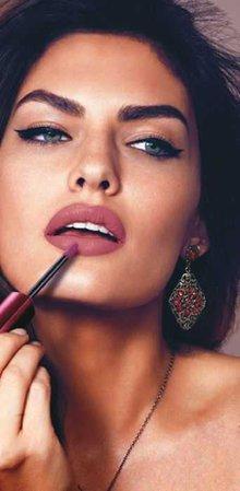 Cat eye pink lip makeup
