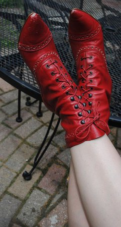 Pagan Shoes Wicca Witch: Red Witch Shoes, by DeadGirlsVintage. - Decor DIY