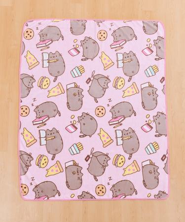Junk Food Pusheen Plush Throw Blanket – Hey Chickadee