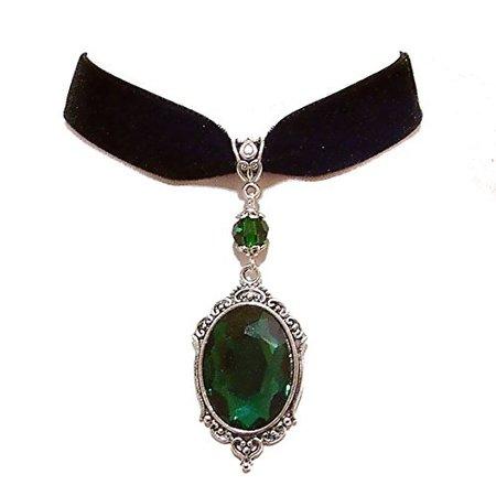 Emerald Pendant Choker