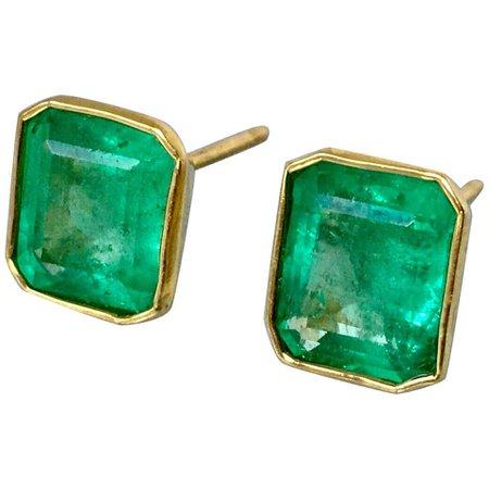 Natural Colombian Emerald Stud Earrings 18 Karat Yellow Gold