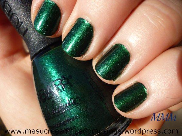 green nailpolish