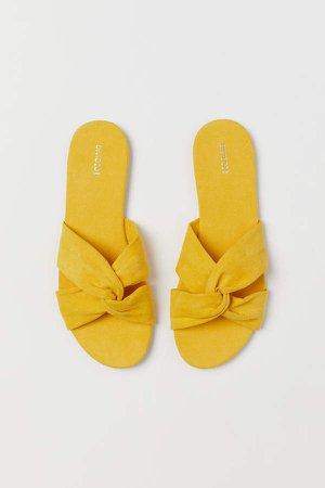 Slides - Yellow
