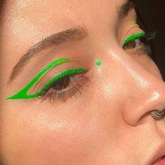 Pinterest - Minimal Neon Green Graphic Eyeliner | Inspo