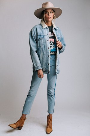 CLAD & CLOTH - Levi Sherpa Trucker
