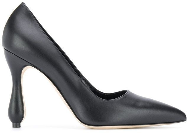 Sculpted Heel Pump