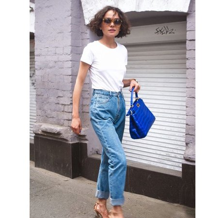 Mom Jeans White Shirt Top Outfit