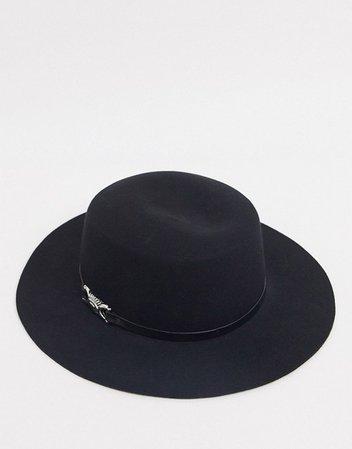 ASOS DESIGN felt boater hat with metal detail in black | ASOS