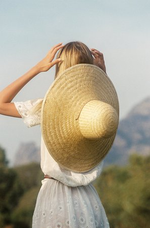 Meadow-Dome-Hat-1-lifestyle.jpg (1000×1517)