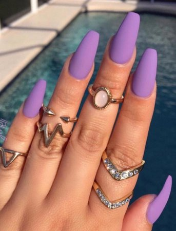Light purple matte nails