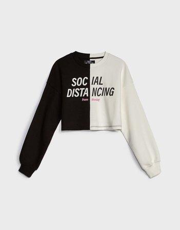 Contrast cropped sweatshirt - New - Bershka United States