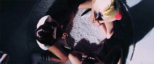 (MARIONETTE) 'Girl Front' Closing Scene