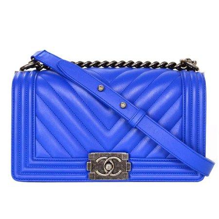 Chanel_Blue_leather_boy_bag_100_9581_2_org_master.jpg (960×960)
