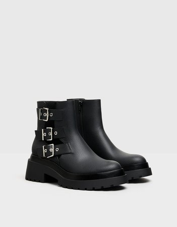 Low-heel boots featuring a cut-out detail with buckles - New - Bershka United States