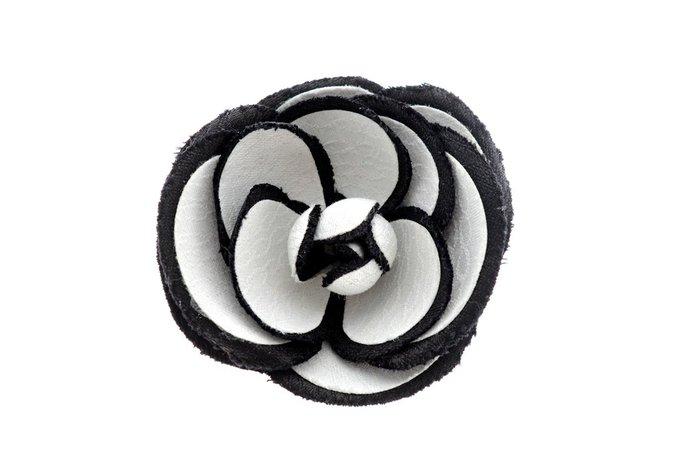Chanel Fabric Camellia Brooch Pin White & Black. – The Vintage Contessa