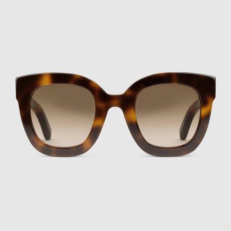 https://media.gucci.com/style/DarkGray_Center_0_0_800x800/1496943019/491408_J0740_2325_001_100_0000_Light-Round-frame-acetate-sunglasses-with-star.jpg için Google Görsel Sonuçları