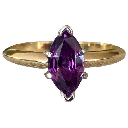 Purple Marquise Sapphire Engagement Ring 18 Karat Gold and Platinum For Sale at 1stDibs