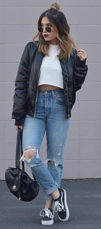 how-to-wear-a-bomber-jacket-white-crop-top-plus-bag-plus-ripped-jeans-plus-sneakers-2.jpg (555×1249)