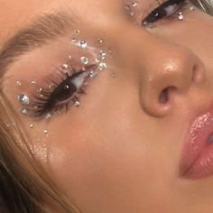 pinterest➳ @sarstephennॐ in 2020   Artistry makeup, Glitter makeup, Aesthetic makeup