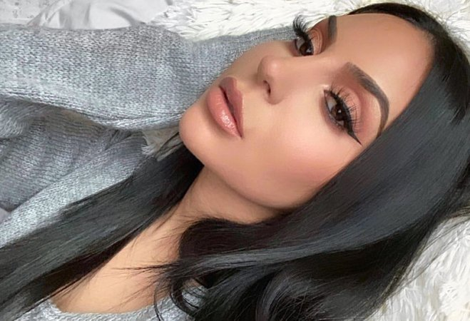 """@makeupbybrooktiffany sur Instagram: 🖤 Brows: @kyliecosmetics @kyliejenner """"kybrow"""" dark brown with the brow duo, set with brow gel Eyes: @hauslabs """"fame"""" palette Lashes:…"""