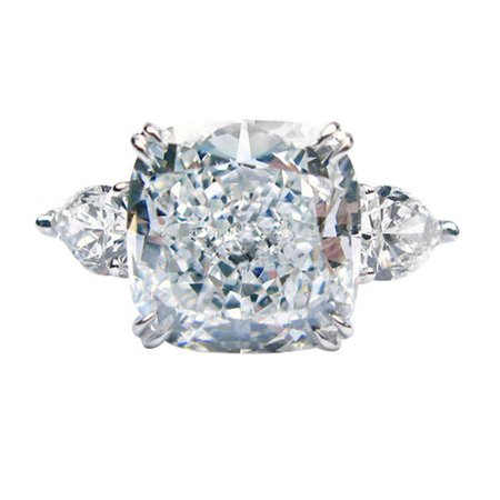 5.50 GIA E VS2 Cushion and Pear Diamond Ring For Sale at 1stdibs