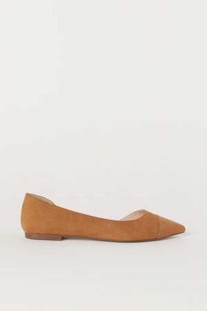 Pointed Flats - Beige