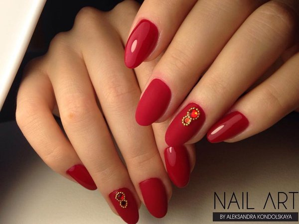 almond red nails