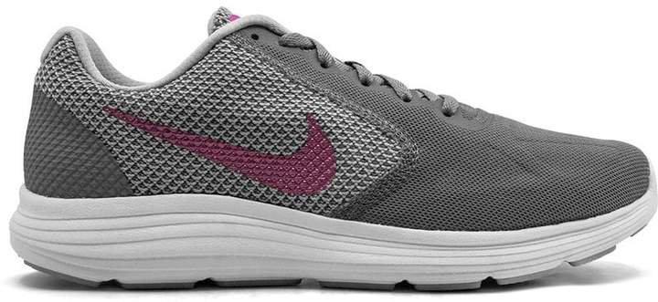 Revolutions 3 sneakers