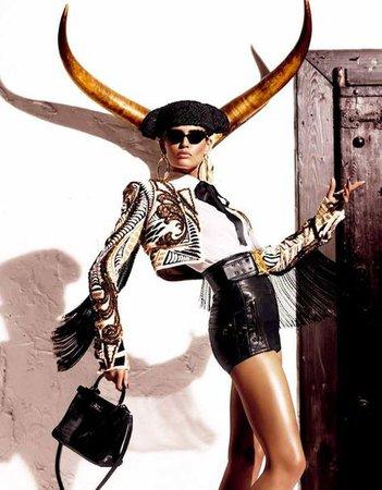 High Street Fashion Taurus Style | TAURUS in 2019 | Fashion, Vogue japan, Editorial fashion