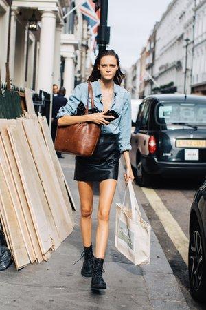 Street+style+at+London+Fashion+Week+Spring-Summer+2019++23.jpg (660×990)