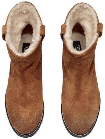 Warm Lined Suede Boots - Beige