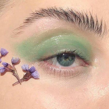 pastel green eye