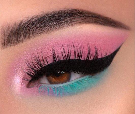 Pink / Teal Eye Makeup