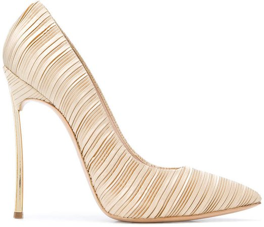 classic pleated pumps