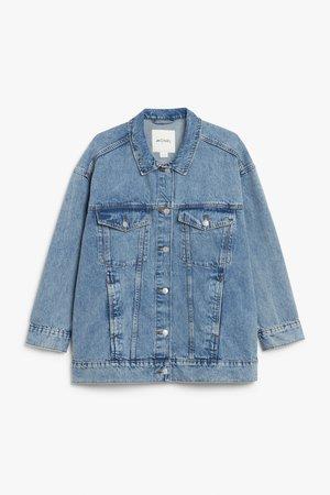 Oversized denim jacket - Mid blue - Denim jackets - Monki WW