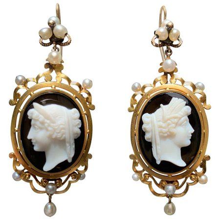 Antique Victorian 18 Carat Gold Oriental Pearls Sardonyx Cameo Dangling Earrings For Sale at 1stdibs