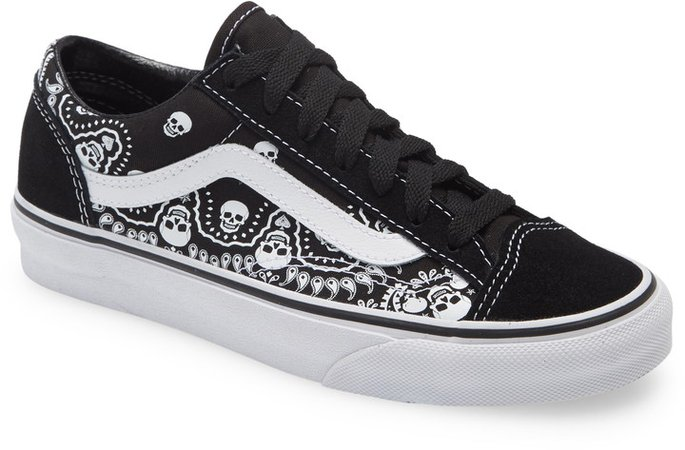 Retro Sport Style 36 Lace-Up Sneaker
