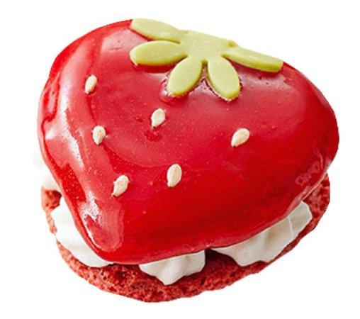 strawberry macaron