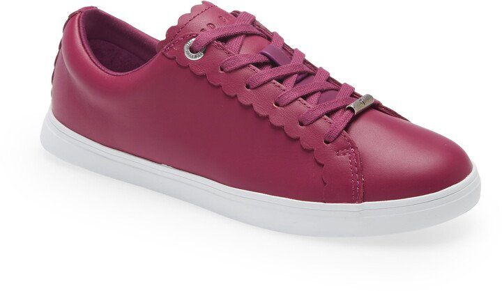 Feeki Leather Lace-Up Sneaker