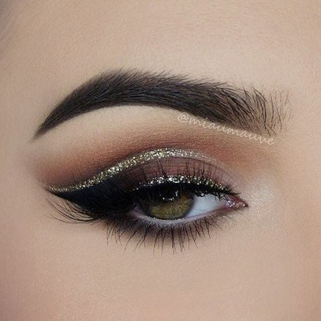 Dark Brown/Red Smokey Eye w/ Glitter Crease