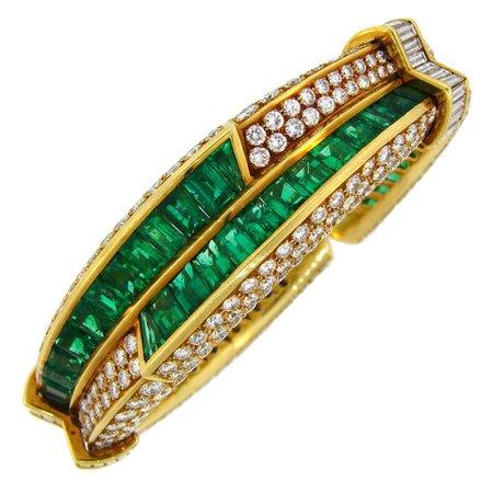 1990s Harry Winston Emerald Diamond Gold Bangle Bracelet For Sale at 1stDibs