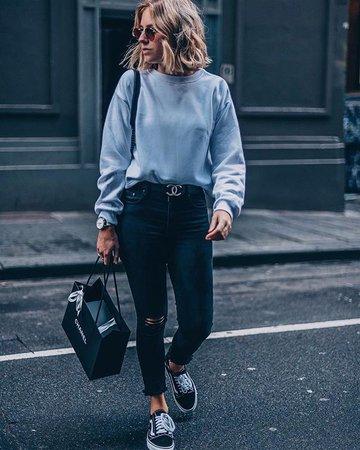 https://streetstyle2019-winter.ga/wp-content/uploads/2019/05/blue-sweater-shirt.jpg