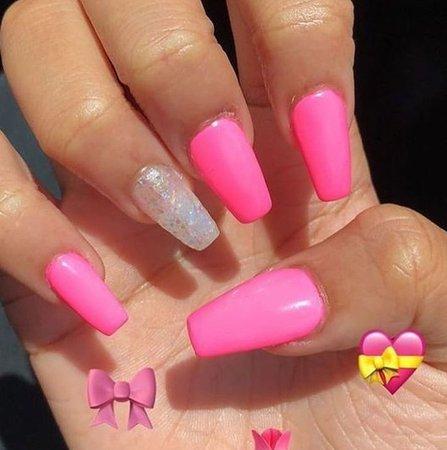 pink nails 💘