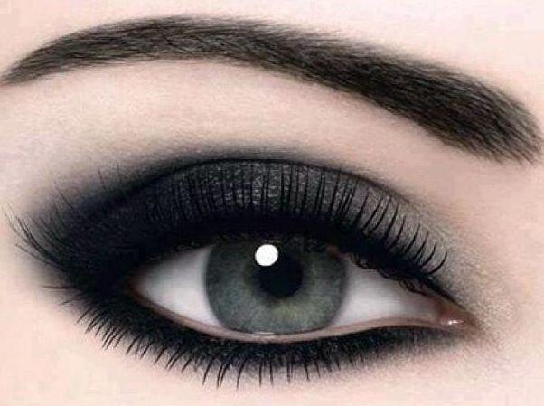 eye makeup black