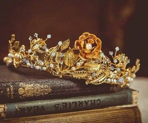 Hufflepuff yellow crown