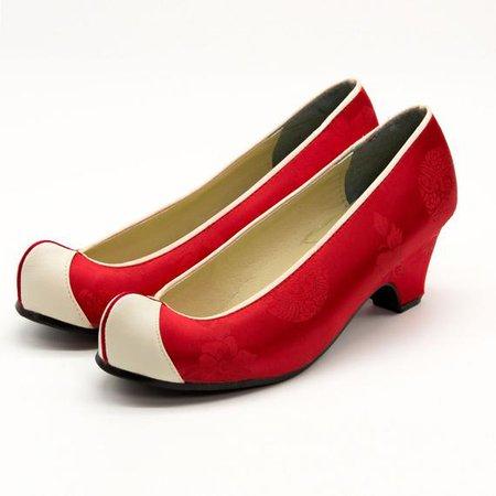 Red Hanbok shoe 1