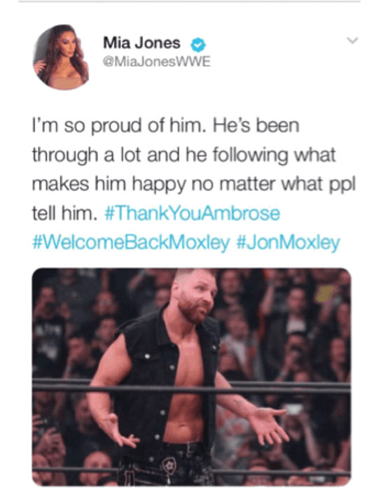 Mia tweets about Jon