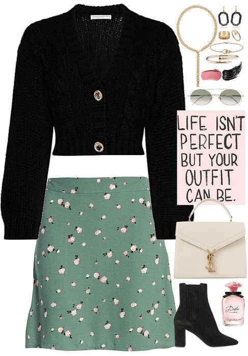 simple and chic outfit with gold jewelry