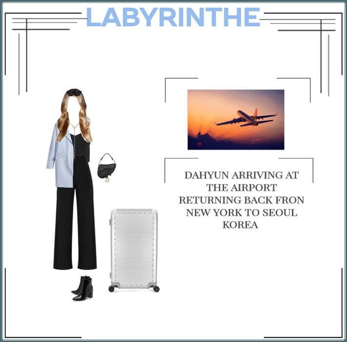 LABYRINTHE dahyun on the airport