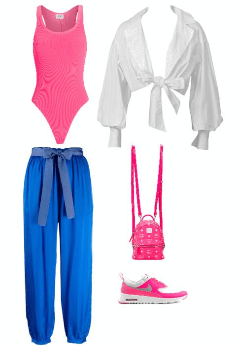 Outfit pantalón azul babucha
